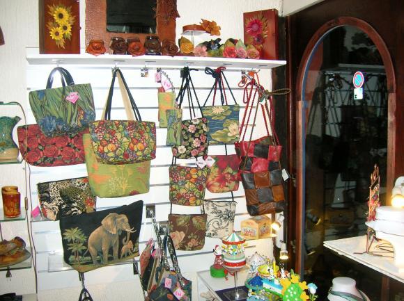 http://fleursdepeaux.cowblog.fr/images/Boutiqueb007.jpg